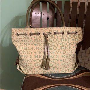 Dooney & Bourke Medium size shoulder handbag